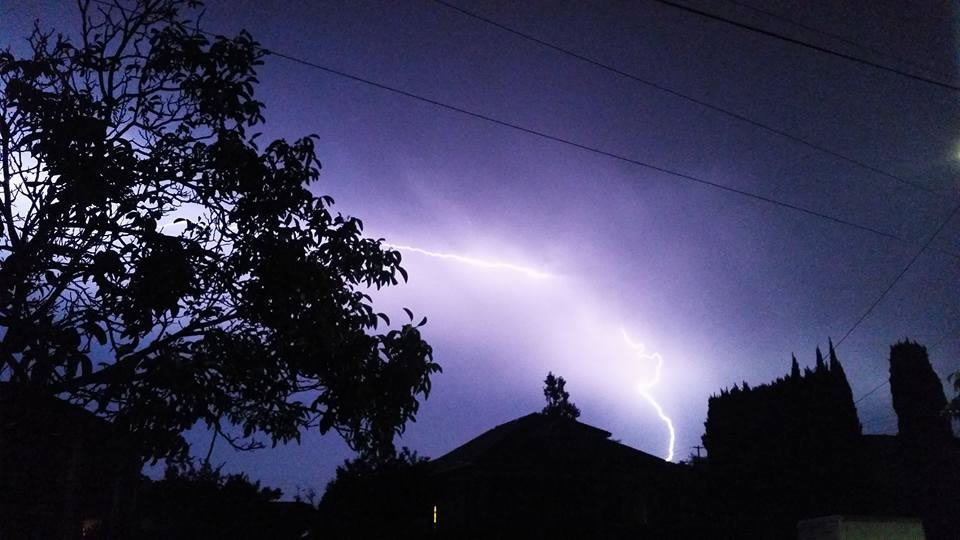 "<div class=""meta image-caption""><div class=""origin-logo origin-image none""><span>none</span></div><span class=""caption-text"">Hundreds of lightning strikes lit up the sky all across the Bay Area on Thursday, August 6, 2015. (Photo submitted to KGO-TV by Angela B/Facebook)</span></div>"