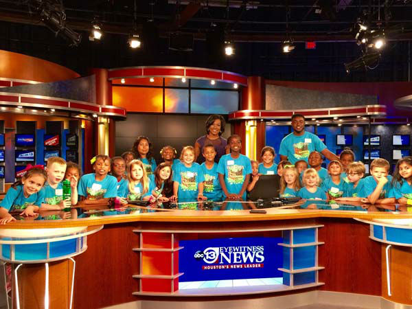 """<div class=""""meta image-caption""""><div class=""""origin-logo origin-image none""""><span>none</span></div><span class=""""caption-text"""">Of course they had to visit the anchor desk (KTRK Photo)</span></div>"""