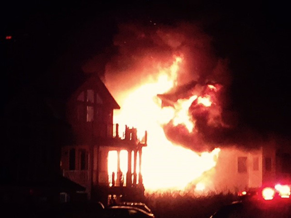 """<div class=""""meta image-caption""""><div class=""""origin-logo origin-image none""""><span>none</span></div><span class=""""caption-text"""">Images from an oceanfront fire on the Outer Banks</span></div>"""