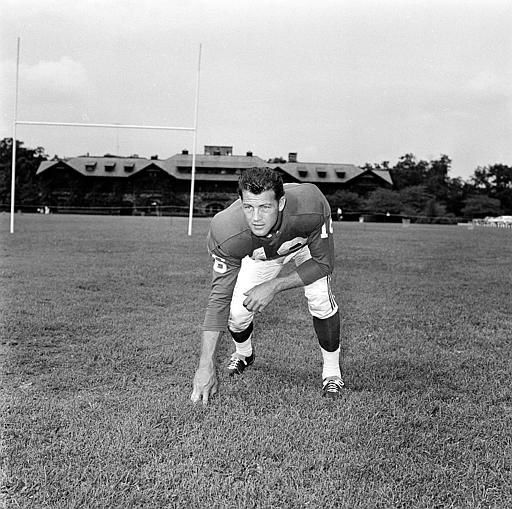 "<div class=""meta image-caption""><div class=""origin-logo origin-image none""><span>none</span></div><span class=""caption-text"">New York Giants offensive halfback Frank Gifford is seen in a posed action shot, September 2, 1959. (AP Photo) (AP Photo/ Anonymous)</span></div>"