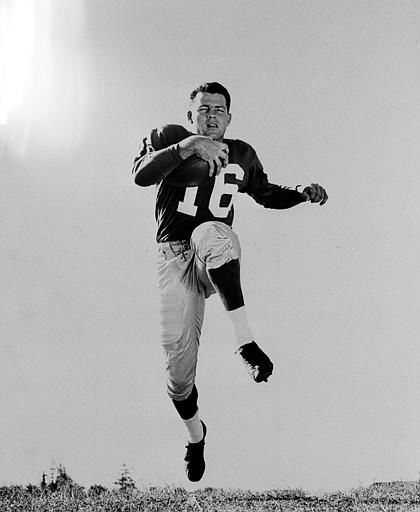 "<div class=""meta image-caption""><div class=""origin-logo origin-image none""><span>none</span></div><span class=""caption-text"">Frank Gifford (16), halfback for the New York Giants, is shown in an action pose in December 1956.  (AP Photo) (AP Photo/ XNBG)</span></div>"