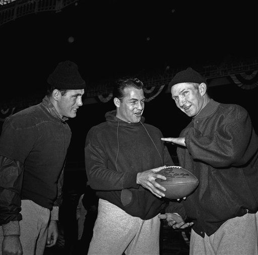 "<div class=""meta image-caption""><div class=""origin-logo origin-image none""><span>none</span></div><span class=""caption-text"">Frank Gifford, center, gags it with quarterbacks Ralph Guglielmi, left, and Y.A. Tittle at Yankee Stadium before 1962 NFL Championship with Green Bay. (AP Photo) (AP Photo/ Harry Harris)</span></div>"