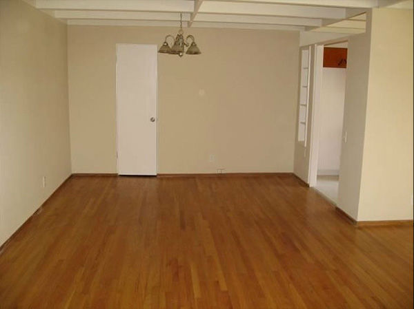 """<div class=""""meta image-caption""""><div class=""""origin-logo origin-image none""""><span>none</span></div><span class=""""caption-text"""">Los Angeles - Two Bedroom Apartment with Shared Pool (Photo/Zumper)</span></div>"""