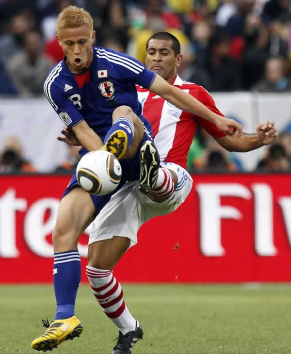 "<div class=""meta image-caption""><div class=""origin-logo origin-image ""><span></span></div><span class=""caption-text"">Paraguay's Paulo Da Silva, right, tackles Japan's Keisuke Honda, left, during the World Cup round of 16 soccer match between Paraguay and Japan. (AP Photo/Luca Bruno)</span></div>"