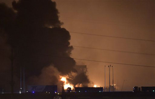 "<div class=""meta image-caption""><div class=""origin-logo origin-image none""><span>none</span></div><span class=""caption-text"">Smoke and fire rises after an explosion in the Binhai New Area in north China's Tianjin Municipality (AP Photo/ Yue Yuewei)</span></div>"