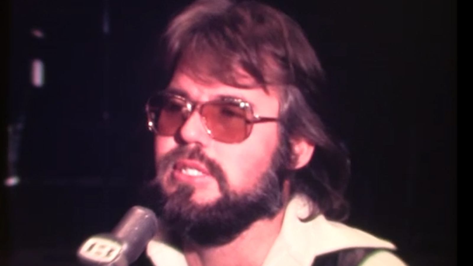 Jan. 5, 1971: Kenny Rogers becomes first to play rock and roll with Houston Symphony - KTRK-TV