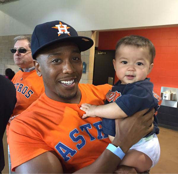 """<div class=""""meta image-caption""""><div class=""""origin-logo origin-image none""""><span>none</span></div><span class=""""caption-text"""">Chauncy went to the Astros game with Elita's family. This is her little girl with her new friend. (KTRK Photo)</span></div>"""
