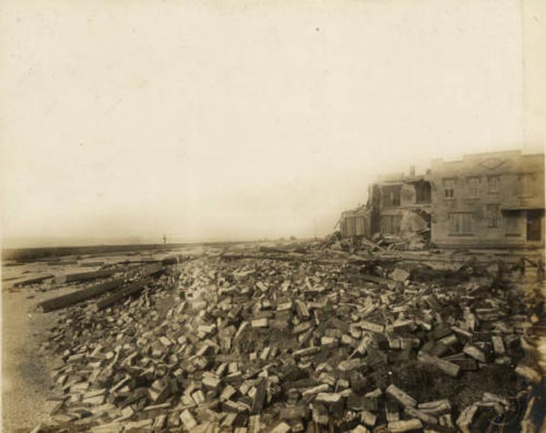 "<div class=""meta image-caption""><div class=""origin-logo origin-image none""><span>none</span></div><span class=""caption-text"">East end of Seawall Boulevard. Debris is scattered in front of a building damaged by the hurricane. (Special Collections, University of Houston Libraries)</span></div>"