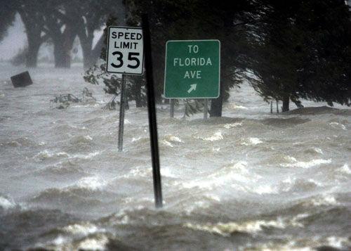 "<div class=""meta image-caption""><div class=""origin-logo origin-image none""><span>none</span></div><span class=""caption-text"">Flooding takes place after Hurricane Katrina hit New Orleans,  Monday Morning, Aug. 29,  2005. (Photo/ERIC GAY)</span></div>"
