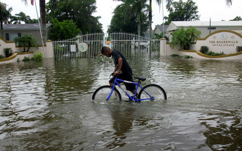 "<div class=""meta image-caption""><div class=""origin-logo origin-image none""><span>none</span></div><span class=""caption-text"">Noe Morua pushes his bike past a flooded mobile home park in Homestead, Fla., Friday, Aug. 26, 2005. (AP Photo/ LUIS M. ALVAREZ)</span></div>"