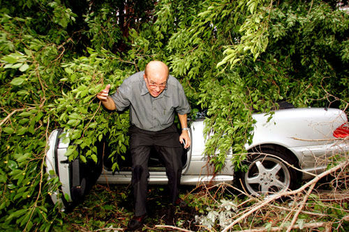 "<div class=""meta image-caption""><div class=""origin-logo origin-image none""><span>none</span></div><span class=""caption-text"">Dr. Alberto Hernandez exits his car after checking it for damage from a tree that Hurricane Katrina blew down near downtown Miami  Friday, Aug. 26, 2005. (Photo/LUIS M. ALVAREZ)</span></div>"