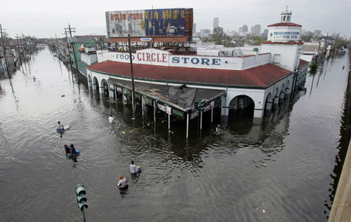 """<div class=""""meta image-caption""""><div class=""""origin-logo origin-image none""""><span>none</span></div><span class=""""caption-text"""">Looters make their way into and out of a grocery store in New Orleans on Tuesday, Aug. 30, 2005. (Photo/DAVE MARTIN)</span></div>"""