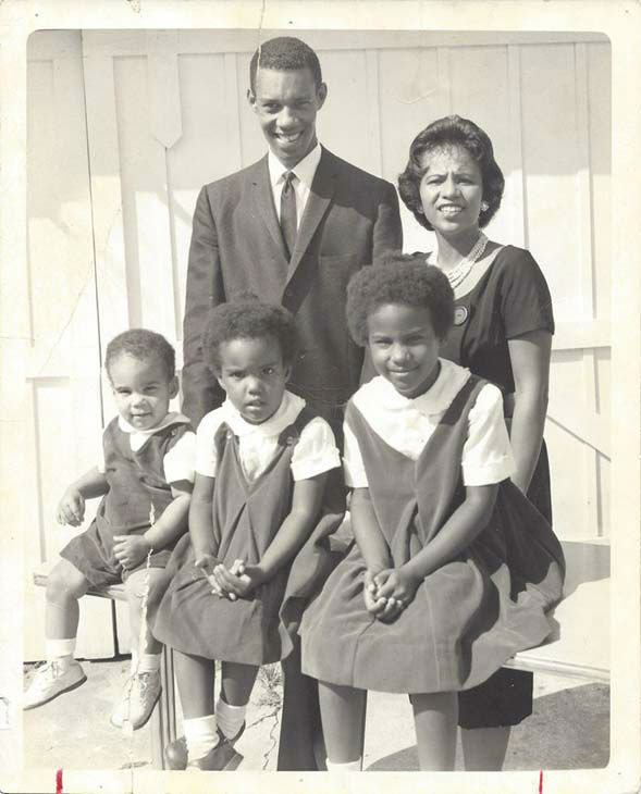 <div class='meta'><div class='origin-logo' data-origin='none'></div><span class='caption-text' data-credit='KTRK Photo'>Melanie Lawson as a child and her family</span></div>