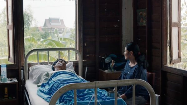 "<div class=""meta image-caption""><div class=""origin-logo origin-image none""><span>none</span></div><span class=""caption-text"">The wondrous new film CEMETERY OF SPLENDOUR by Thai director Apichatpong Weerasethakul is set in and around a hospital ward full of comatose soldiers. (Photo/Film Society of Lincoln Center)</span></div>"