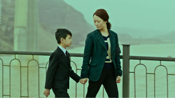 "<div class=""meta image-caption""><div class=""origin-logo origin-image none""><span>none</span></div><span class=""caption-text"">The plot of Jia Zhangke's new film MOUNTAINS MAY DEPART is simplicity itself. Fenyang 1999, on the cusp of the capitalist explosion in China. (Photo/Film Society of Lincoln Center)</span></div>"