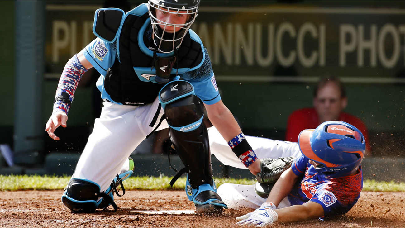 Oregon's Cooper Shaw tags out Kentucky's Ty Bryant in a U.S. elimination baseball game at the Little League World Series tournament in S. Williamsport, Pa., Saturday, Aug. 22, 2015.