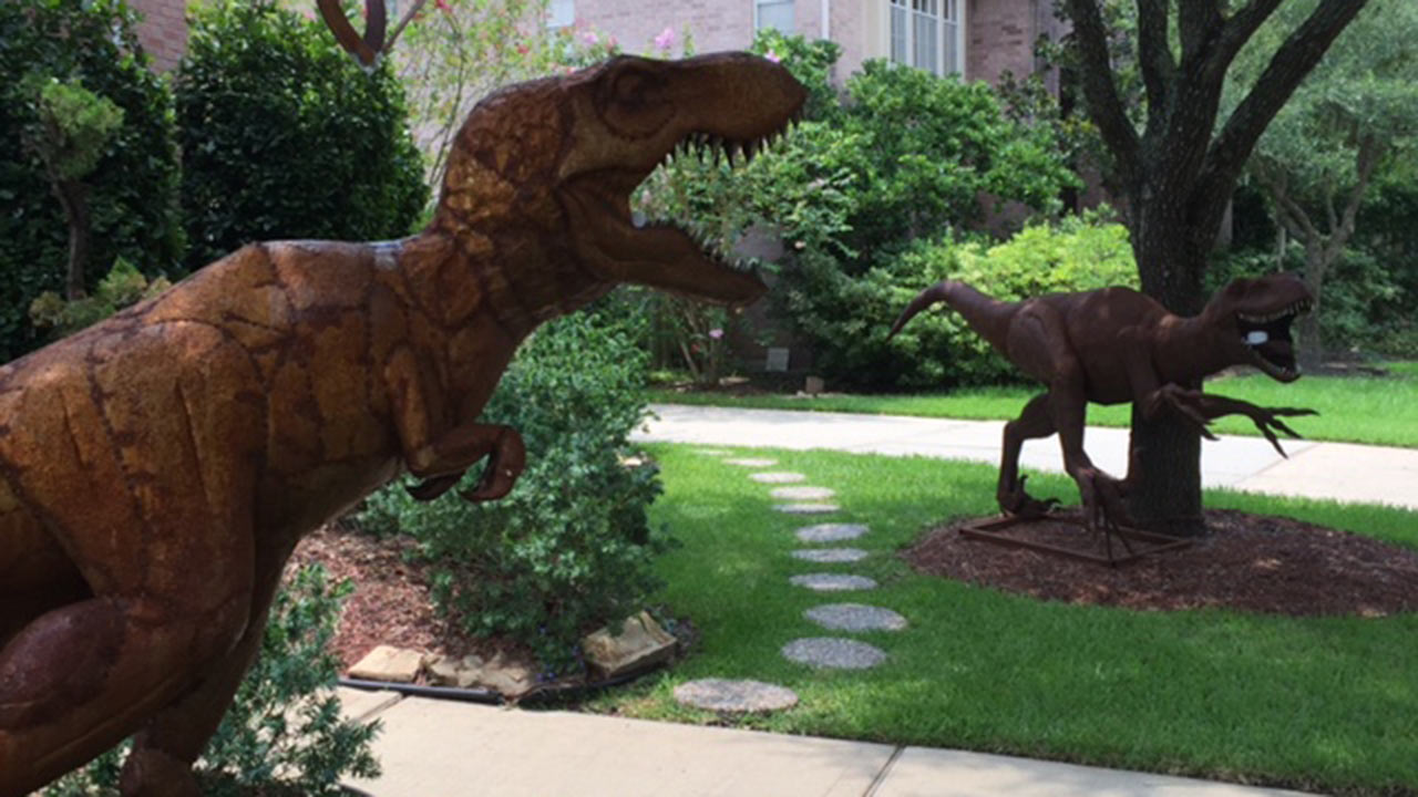Merveilleux Front Yard Dinosaurs Gain Attention From New Territory Neighbors | Abc13.com