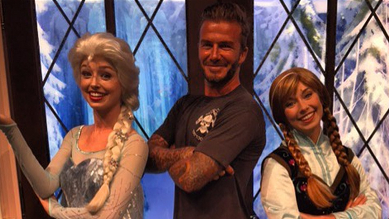 David beckham snaps picture with elsa and anna from frozen at david beckham snaps picture with elsa and anna from frozen at disneyland abc11 m4hsunfo