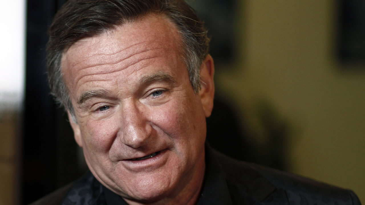 "Cast member Robin Williams arrives at the premiere of ""World's Greatest Dad"" in Los Angeles on Thursday, Aug. 13, 2009."