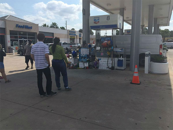 "<div class=""meta image-caption""><div class=""origin-logo origin-image none""><span>none</span></div><span class=""caption-text"">A vigil was held at the gas station where the deputy was fatally shot in NW Harris County.</span></div>"