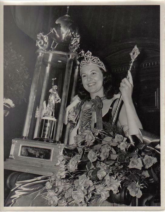 "<div class=""meta image-caption""><div class=""origin-logo origin-image none""><span>none</span></div><span class=""caption-text"">1940 - Frances Burke - Philadelphia, PA (Photo/Miss America Organization)</span></div>"