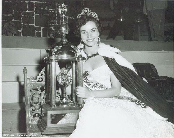 "<div class=""meta image-caption""><div class=""origin-logo origin-image none""><span>none</span></div><span class=""caption-text"">1955 - Lee Meriwether - San Francisco, CA (Photo/Miss America Organization)</span></div>"