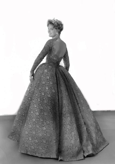 "<div class=""meta image-caption""><div class=""origin-logo origin-image none""><span>none</span></div><span class=""caption-text"">1960 - Lynda Mead - Natchez, MS (Photo/Miss America Organization)</span></div>"