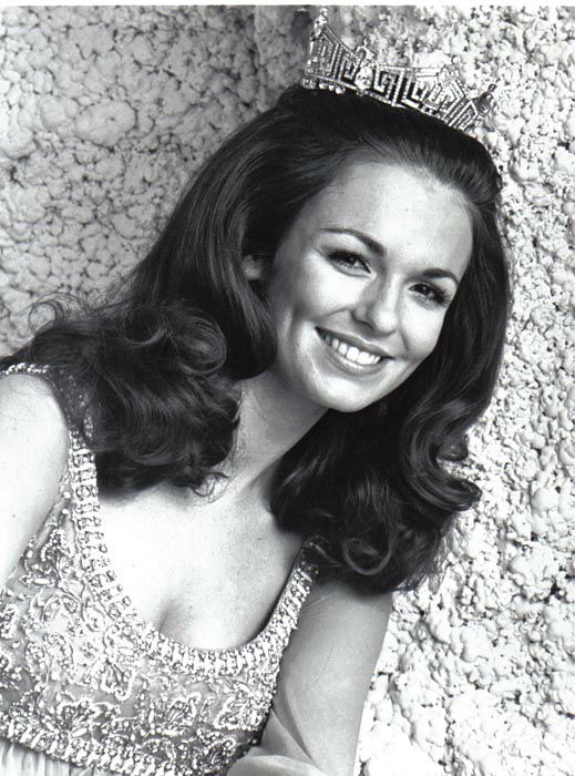 "<div class=""meta image-caption""><div class=""origin-logo origin-image none""><span>none</span></div><span class=""caption-text"">1971 - Phyllis George - Denton, TX (Photo/Miss America Organization)</span></div>"