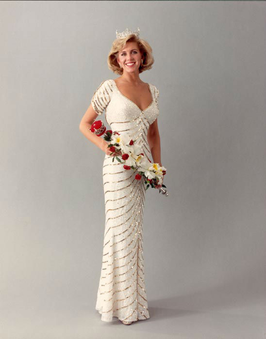 "<div class=""meta image-caption""><div class=""origin-logo origin-image none""><span>none</span></div><span class=""caption-text"">1987 - Kellye Cash - Memphis, TN (Photo/Miss America Organization)</span></div>"