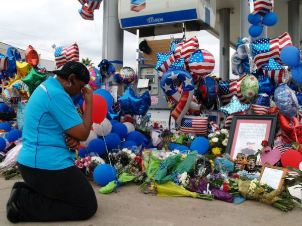 "<div class=""meta image-caption""><div class=""origin-logo origin-image none""><span>none</span></div><span class=""caption-text"">Yolanda Pounds, of Copperfield, knelt to pray next to the growing memorial at the site of the murder of Harris County Deputy Darren Goforth. (HCN Photo)</span></div>"