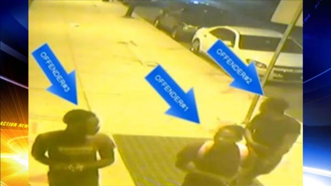 Suspects wanted in Philadelphia taxi-cab robberies