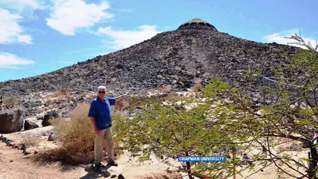 Huell Howser S House Atop Mojave Desert Volcano Up For Sale Abc7 Los Angeles,Black Bedroom Chandelier