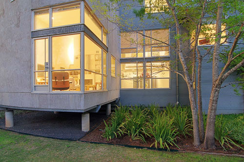 "<div class=""meta image-caption""><div class=""origin-logo origin-image none""><span>none</span></div><span class=""caption-text"">Award-Winning Architects Cameron Armstrong and Rob Civitello have been designing elegant tin homes in Houston for more than 25 years. (Photo/TK IMAGES)</span></div>"