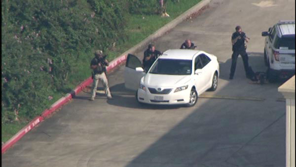 "<div class=""meta image-caption""><div class=""origin-logo origin-image none""><span>none</span></div><span class=""caption-text"">League City police officers say an armed suspect barricaded himself inside a Walgreens in Kemah. (KTRK Photo)</span></div>"