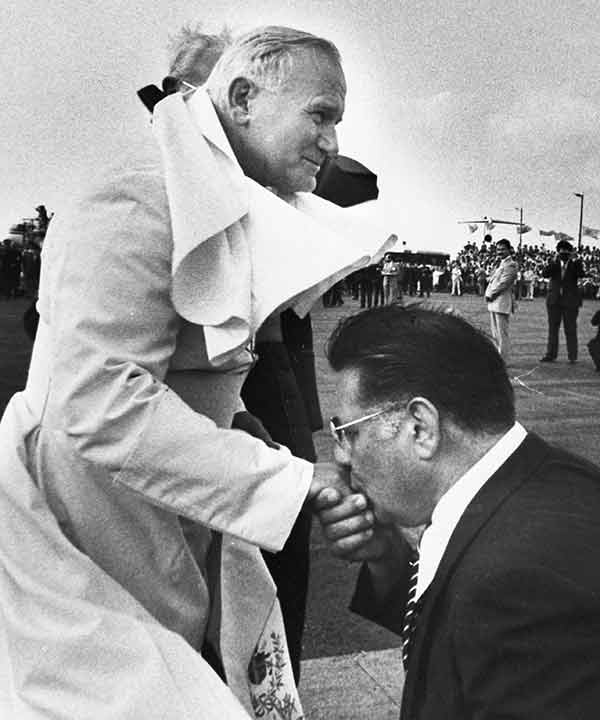 """<div class=""""meta image-caption""""><div class=""""origin-logo origin-image ap""""><span>AP</span></div><span class=""""caption-text"""">Philadelphia Mayor Frank Rizzo kneels and kisses the hand of Pope John Paul II at the airport in Philadelphia, Pa., Oct. 3, 1979.</span></div>"""