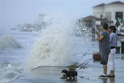 "<div class=""meta image-caption""><div class=""origin-logo origin-image none""><span>none</span></div><span class=""caption-text"">Debra Schmid, from right, her fiance Chuck Schmid, and their dogs Gertrude and Mildred watch as waves from approaching Hurricane Ike crash into the seawall, Sept. 12, 2008. (AP Photo/ Matt Slocum)</span></div>"
