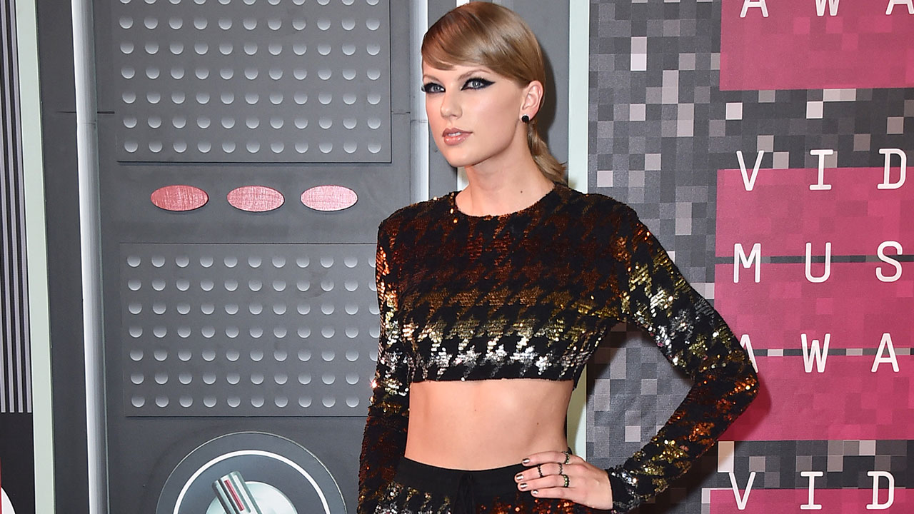 aylor Swift arrives at the MTV Video Music Awards at the Microsoft Theater on Sunday, Aug. 30, 2015, in Los Angeles.