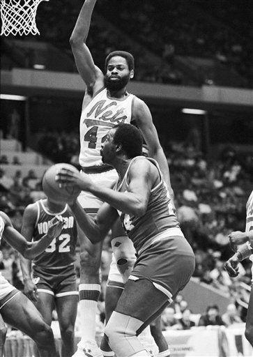 "<div class=""meta image-caption""><div class=""origin-logo origin-image none""><span>none</span></div><span class=""caption-text"">Moses Malone of the Houston Rockets gets Len Elmore (44) of the New Jersey Nets off his feet (AP Photo/ PAUL BURNETT)</span></div>"