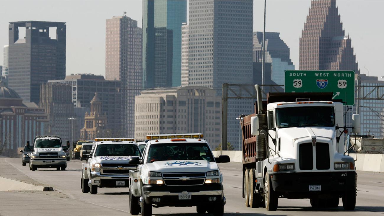 trucks on interstate 10