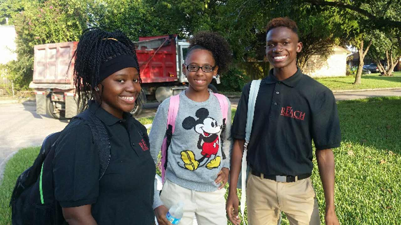 """<div class=""""meta image-caption""""><div class=""""origin-logo origin-image none""""><span>none</span></div><span class=""""caption-text"""">Pictured in middle, Janecia Chatman, 14, died from her injuries.  Two injured students identified as (Left) Lakeshia Williams, 17, (Right) Brandon Williams, 17</span></div>"""