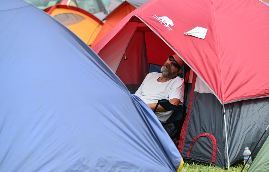 "<div class=""meta image-caption""><div class=""origin-logo origin-image none""><span>none</span></div><span class=""caption-text"">A Valley Fire evacuee sleeps outside a tent pitched at the Napa County Fairgrounds on Tuesday, September 15, 2015. (KGO-TV)</span></div>"
