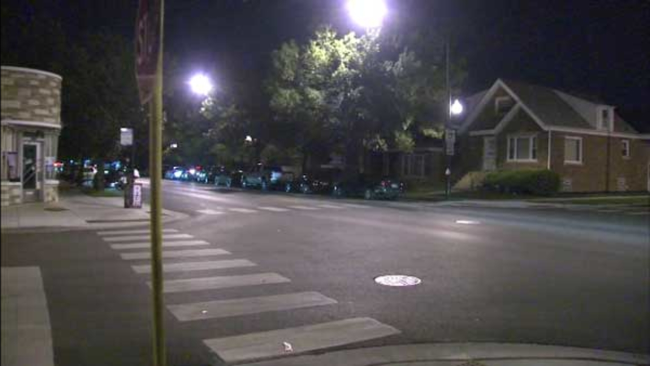 A man tried to lure a girl into his van after school let out in Chicago's West Lawn neighborhood, police said.