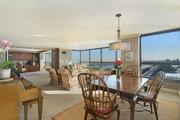 "<div class=""meta image-caption""><div class=""origin-logo origin-image none""><span>none</span></div><span class=""caption-text"">See inside the 26th-floor Chicago condo purchased by Queen Elizabeth. (Alayna Kudalis/VHT Studios)</span></div>"