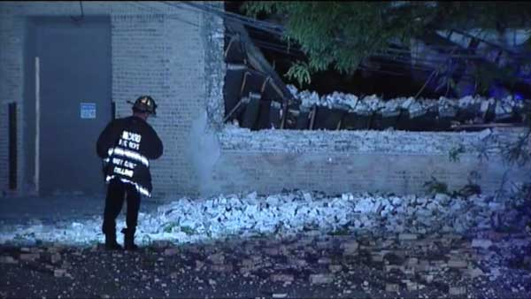 The roof of an empty warehouse collapsed on Chicago's Near West Side overnight.