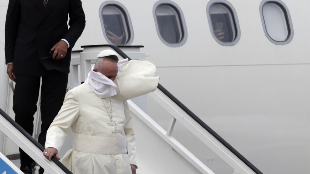 "<div class=""meta image-caption""><div class=""origin-logo origin-image none""><span>none</span></div><span class=""caption-text"">The wind begins the lift Pope Francis' cap as he deplanes at the airport in Havana, Cuba, Saturday, Sept. 19, 2015. (AP Photo/Ramon Espinosa)</span></div>"