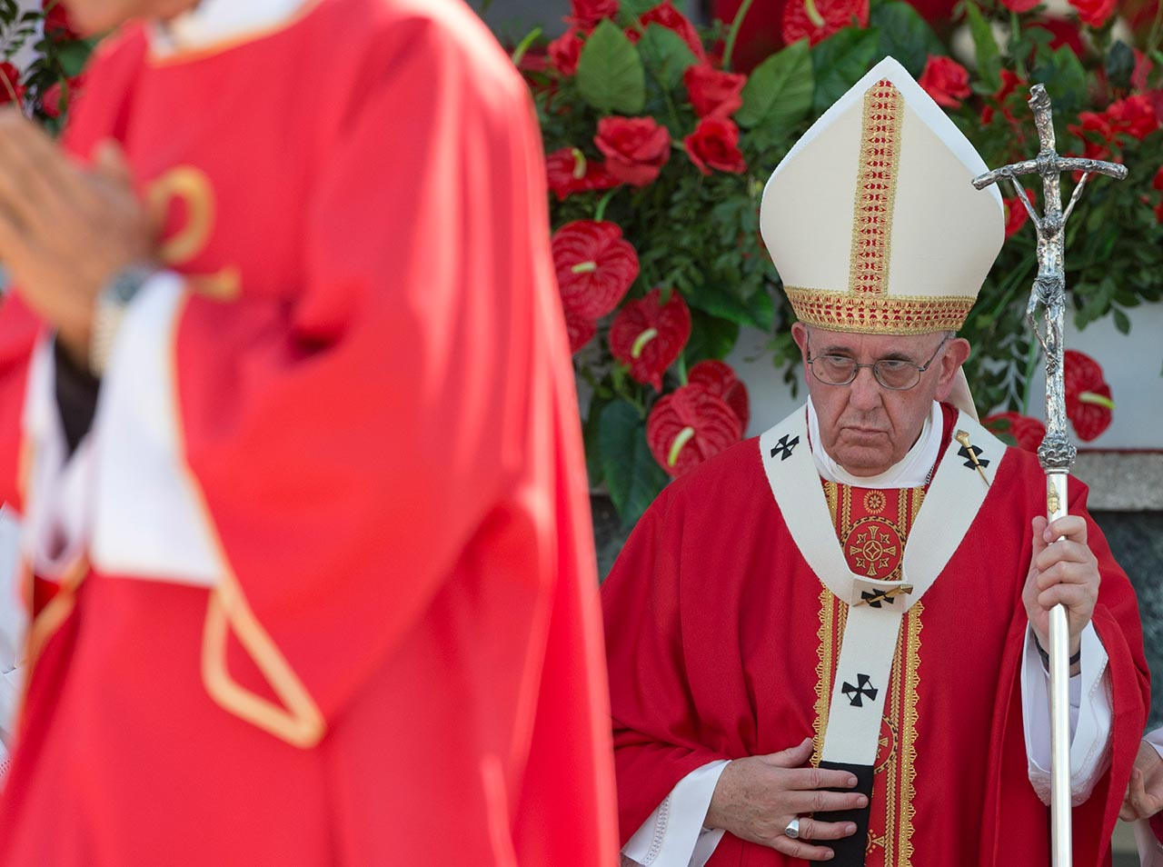 """<div class=""""meta image-caption""""><div class=""""origin-logo origin-image none""""><span>none</span></div><span class=""""caption-text"""">Pope Francis approaches the altar with his pastoral staff to celebrate Mass at the Plaza of the Revolution, in Holguin, Cuba, Monday, Sept. 21, 2015. (AP Photo/Alessandra Tarantino)</span></div>"""
