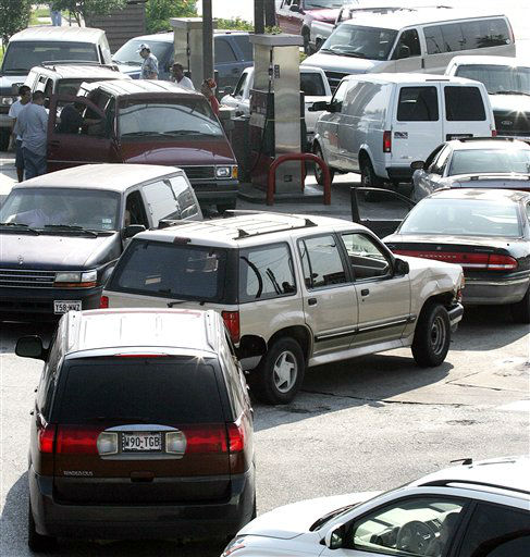 """<div class=""""meta image-caption""""><div class=""""origin-logo origin-image none""""><span>none</span></div><span class=""""caption-text"""">Motorists wait in line for fuel at one of the few open gas stations in Pasadena, Texas, Thursday, Sept. 22, 2005.  (AP Photo/Paul Sancya) (AP Photo/ PAUL SANCYA)</span></div>"""