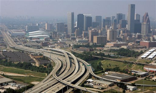 """<div class=""""meta image-caption""""><div class=""""origin-logo origin-image none""""><span>none</span></div><span class=""""caption-text"""">The roadways on the south side of Houston are virtually empty in this unusual view of the city that always has heavy traffic on Thursday, Sept. 22, 2005. (AP Photo/Pat Sullivan) (AP Photo/ PAT SULLIVAN)</span></div>"""