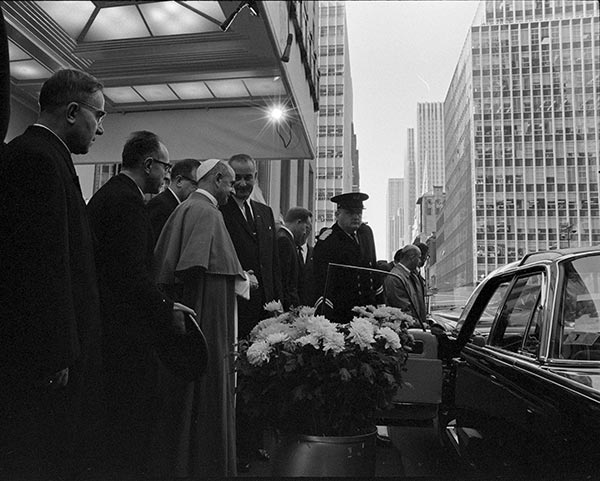 "<div class=""meta image-caption""><div class=""origin-logo origin-image wpvi""><span>WPVI</span></div><span class=""caption-text"">President Lyndon B. Johnson greets Pope Paul Vl (Waldorf-Astoria, New York City, New York. 10/4/1965)</span></div>"
