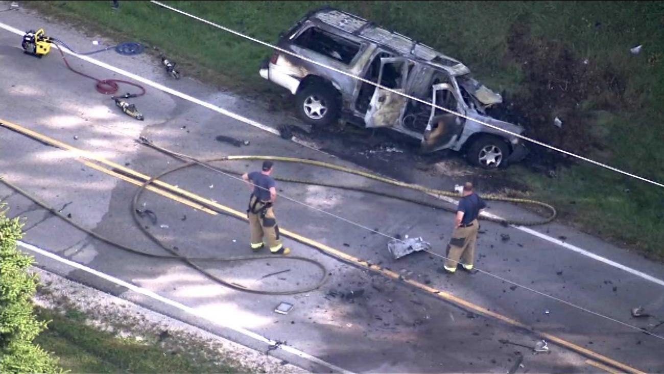 Elgin crash involving vehicle, semi-truck kills 1   abc7chicago com